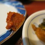 とん亭 - パンチの効いた味噌