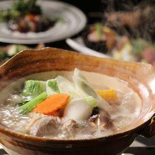 名物!!七谷鶏の水炊き。〆まで楽しめる絶品料理!