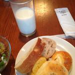54080792 - パンとミルクとサラダと