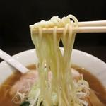 54082559 - 麺は三河屋製麺の中太ストレート麺。