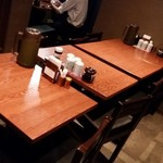 こがね屋 - テーブル席