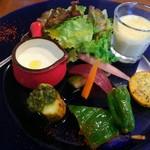 ビストロ ソラ - ランチメニュ~¥1070 7種の野菜前菜ランチプレート ①