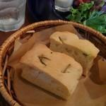 ビストロ ソラ - ②パン フォカッチャ