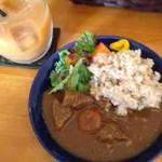 54096501 - 野菜たっぷり玄米カレー(ハーフ)、オーガニックミックスジュース