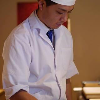 """有名割烹やホテルで研鑽を積んだ店主による""""旬""""を彩る一品"""