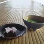 54101549 - 拝観料1000円に付いてます お抹茶とお菓子