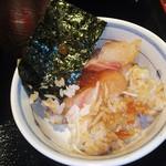 目利きの銀次 広島南口駅前店 - 海鮮丼を小茶碗に盛り付け(2016.07.27)
