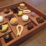 54103167 - 小菓子8種2