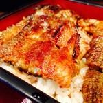 54103205 - 鰻重(上)薄いので一尾でもぺろっと食べられます♡
