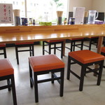 金ちゃん - カウンター的大テーブル。