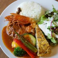 リード カフェ - アロスポジョ(鶏肉とお米の煮込み料理、有頭海老付き)