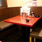 鳥八 - テーブル席