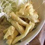 54114850 - サイドのマカロニサラダはカレー味