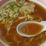 旭川ラーメンこぐまグループ - スープは、かなり化調がきいてる。