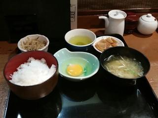 日本料理 岩戸 銀座店 - ご飯とみそ汁はお代わりできるみたいです