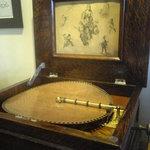 イースト サイド - 店内 19世紀のオルゴール