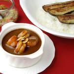 欧風カレー食堂 jizi ジジ - エビとホタテのカレー(揚げ茄子トッピング)