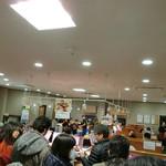 廻転寿司 海鮮 - 27席待ちで60分以上…f9_9; 受付から3時間過ぎると受付無効…よーしダメ元で先に梅見に行っちゃおう! だったんだけど…出かけて30分で順番が近づいてきましたコールがあり慌てて引き返す(^^ゞ