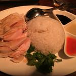 海南鶏飯食堂 - チキンライスとスープのセット大