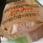バーガーキング - 包みは基本的に同じ。