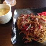 呑み食い処 音戯屋 - 料理写真:焼きラーメン(中華スープ付)750円