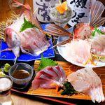 弥平 - 料理写真:旬の地魚刺身大漁盛り