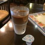 Complice - 201607  コンプリチェ  ★チキンソテー トマトチーズソース(940円)★アイスカフェオレ
