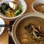 四川亭 - 味噌担担麺、ふかひれスープ、サラダ、ザーサイ