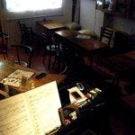 リングラツィオ - カウンターがなくなり、ピアノを囲んでのコミュニケーションが今、取りにくいレイアウトになっています。