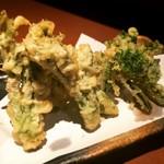 秋田料理 まさき - 山菜天ぷら盛り合わせ