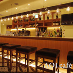 AOI cafe - カウンターに座ると正面にモニターを配置。