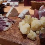 54156567 - チーズと生ハムの盛合せ