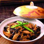 キノコの炒め土鍋仕立て(鮑ソース/辛子炒め)