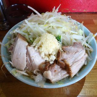 ラーメン髭 - 料理写真:チャーシューメン 850円 (麺少なめ ・ 野菜多め ・ にんにく)