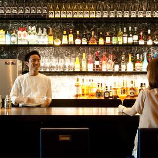 世界の銘酒が300種以上揃うバーカウンター