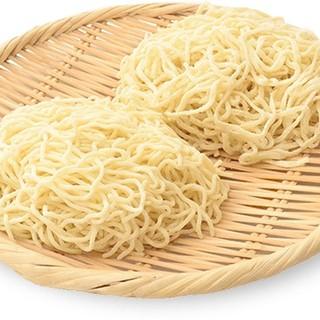 特注の小麦粉を使った、風味も食感も極上の自家製麺
