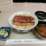 割烹蒲焼 わかな - うな丼 2,700円+赤だし485円