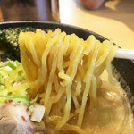 北海道らーめん奥原流 久楽 - かんすいが効いたもっちりした麺が美味しい。