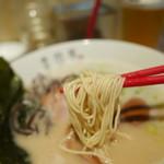 金田家 - 麺もしっかりした食感ながらスープと合う
