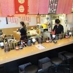 天ぷら さいとう - きれいな店内、右奥が特等席