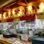 54167371 - 麺エリアで麺をオーダーして、麺を受け取り、、、、→