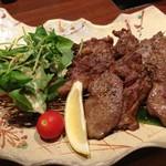 旨い肴と牛タンしゃぶしゃぶ お椀 - 厚切りタン黒胡椒焼き