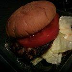 ハンバーグ&カレー クイック - ハンバーガー(暗い所で撮影してしまった)