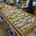 志ち乃 - 変わり種のどら焼きから、一般的などら焼きまで色々と販売されています。