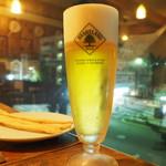 54171426 - テーブルからは河原町通、大文字焼きが綺麗に見えるそうです。                       ビールはハートランドビール。
