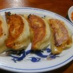 大正麺業 - やや偏平な、焼き餃子です。
