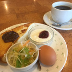 タンドールカフェ ダンヒル - ブレンドコーヒー390円と小倉トーストセット