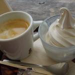 NARAYA CAFE - ソフトクリーム(カップ)&コーヒー
