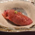 神楽坂 翔山亭 黒毛和牛贅沢重専門店 - 突出し (炙り握り)
