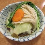 54176004 - 【骨付き肉と野菜】盛り付けもキレイです♪